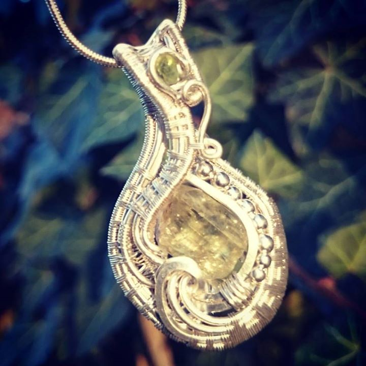 #sterling #silver #wirewrapped #pendant #goldenapatite #peridot #sterlingsilver #wirewrap #wireart #