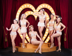 Love Show Vintage Pin-Up