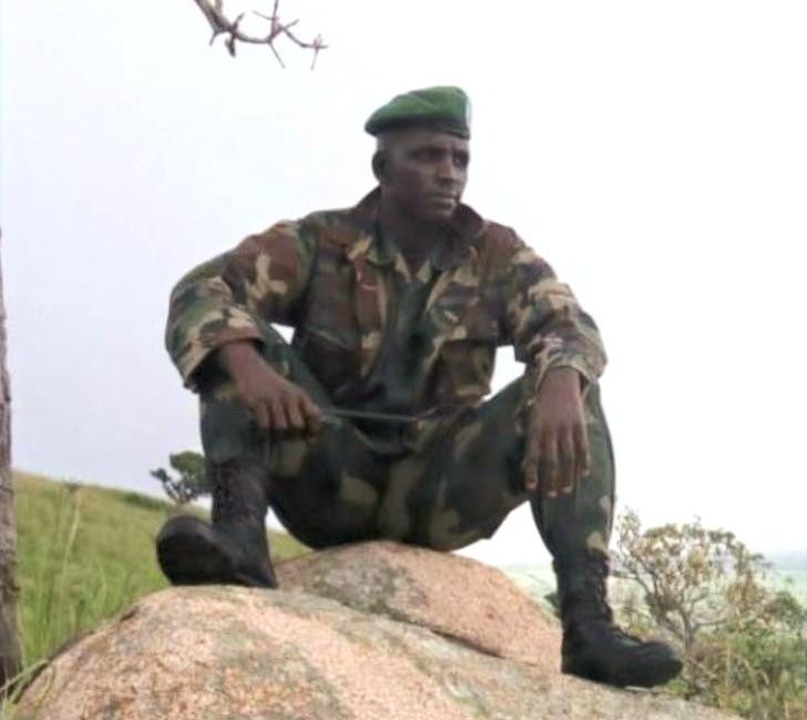Il suffit de parle de sa présence pour les armées adverses plient bagage et que la population se sente déjà soulagée.