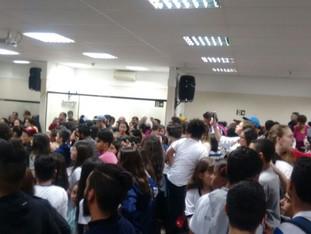 Comunidade Escolar da EMEB Estância faz grande protesto pela educação na Câmara Municipal de Poá.