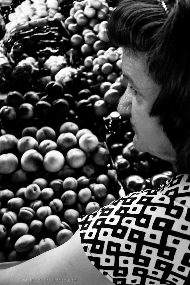 market peaches.jpg