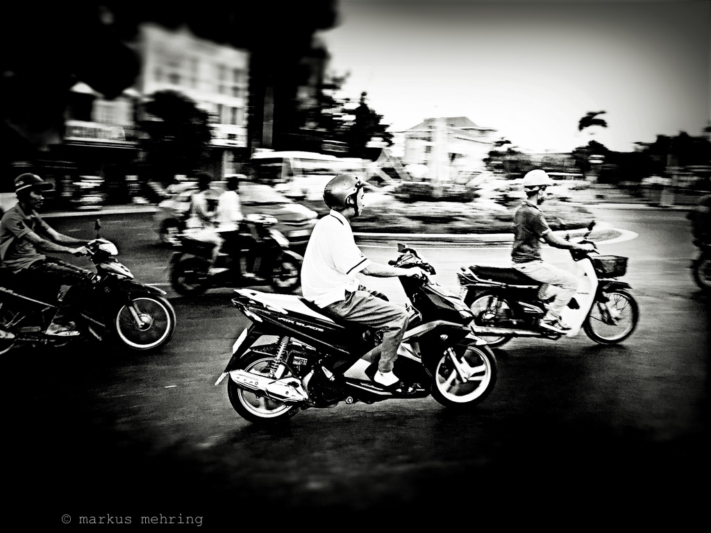 VN scooterists 03