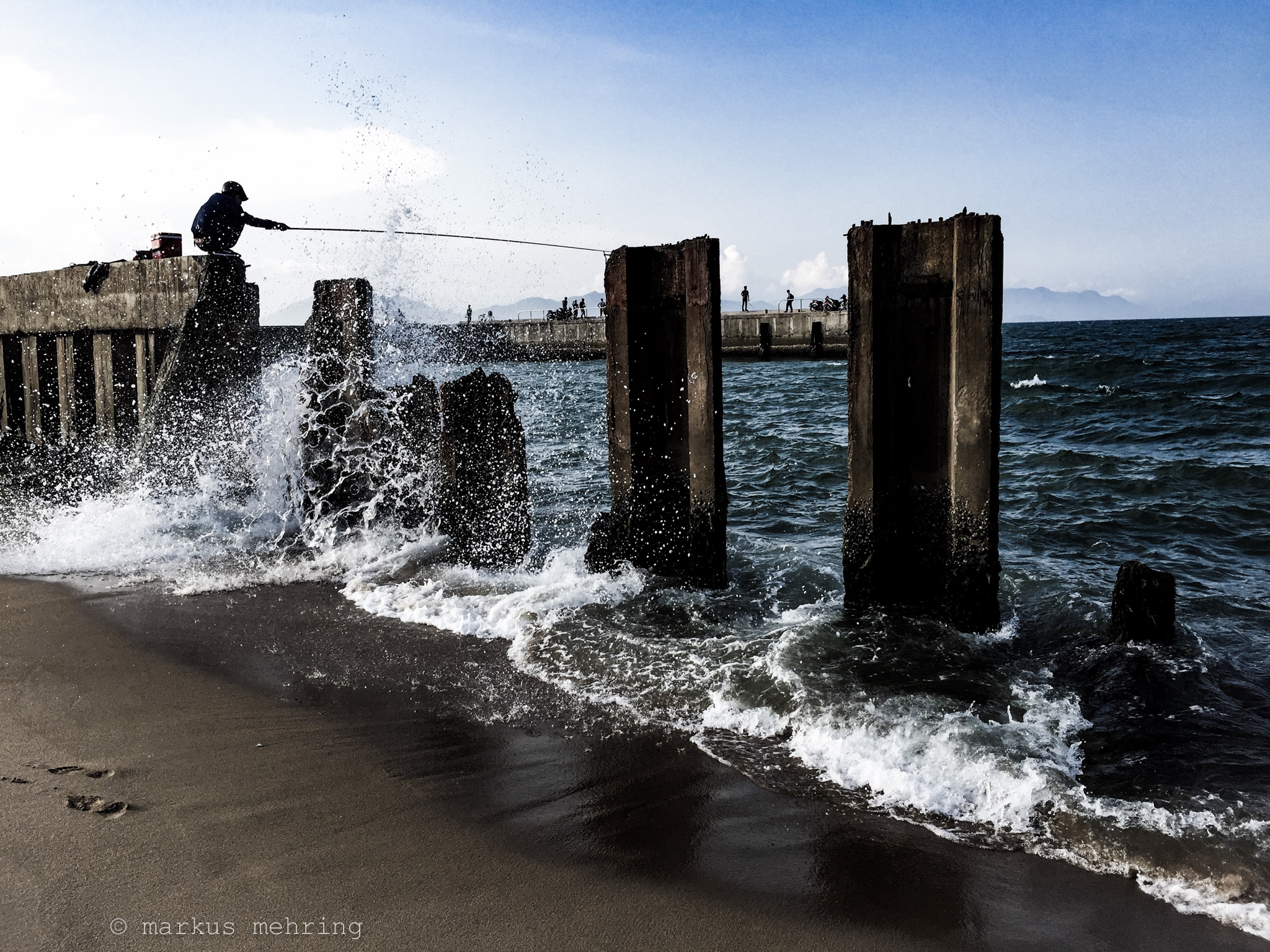 water's edge 01