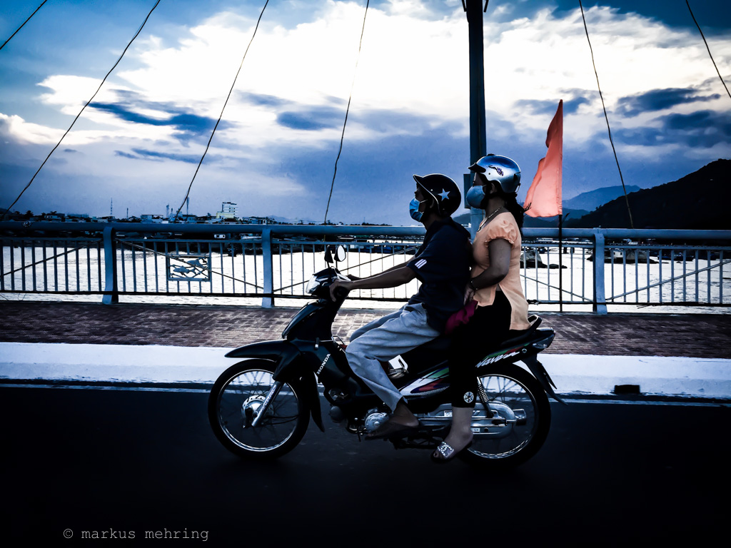 VN scooterists 01