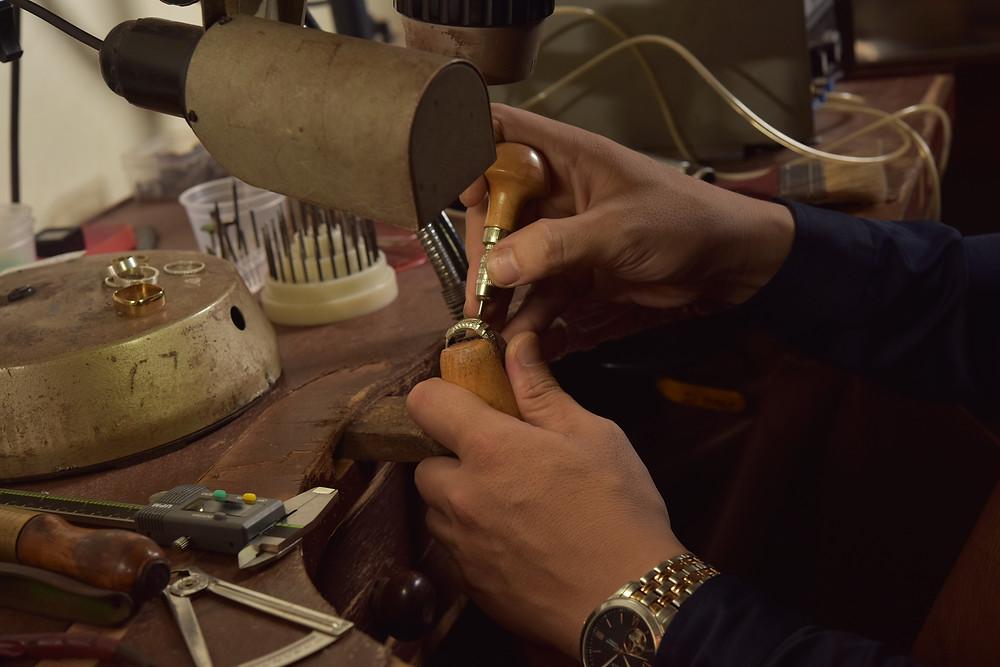 Chế tác trang sức tại xưởng kim hoàn KJ