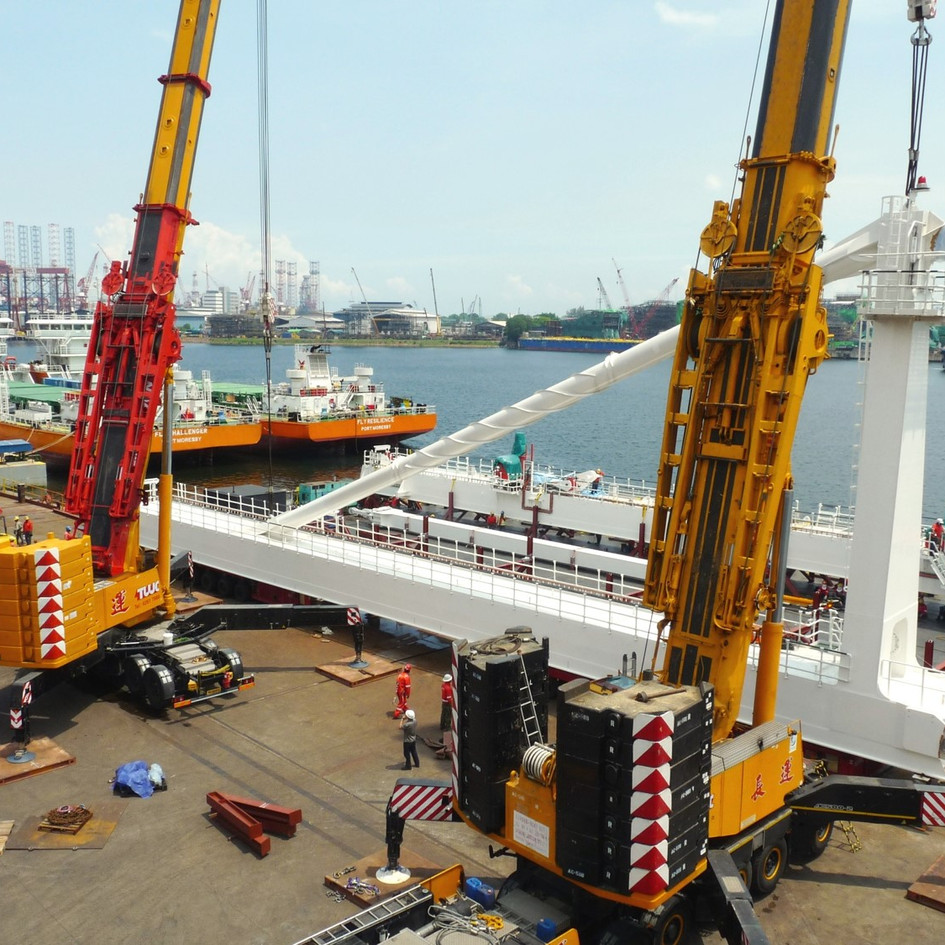 TANDEM HEAVYLIFTING OPERATIONS FOR LOADING OUT OF 110 TON BUOY HANDLNG STRUCTURE, COUPLED WITH BARGE & TUG CHARTER