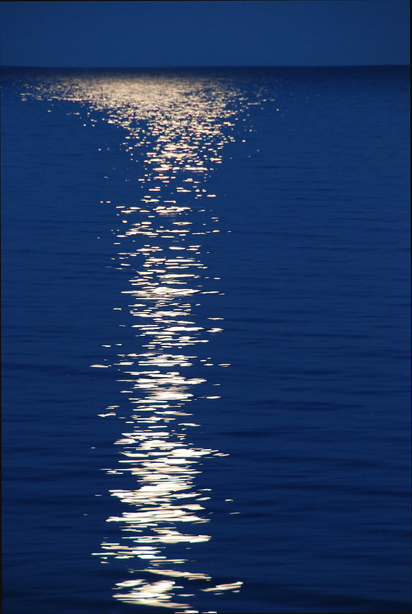 Naimul Karim Naim personal website photgraphy Minnesota Lake Superior Grand Marais water reflections blue water night full  moon dazzle
