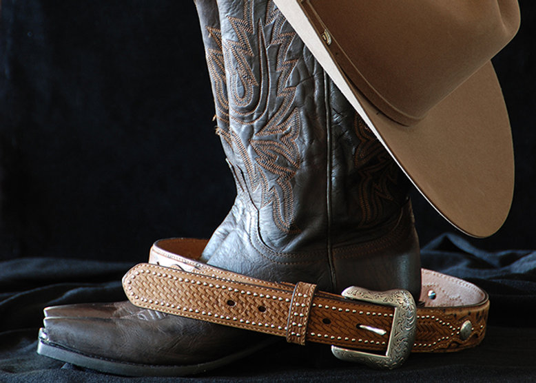 Naimul Karim Naim personal website photgraphy cowboy boots belt hat line dance