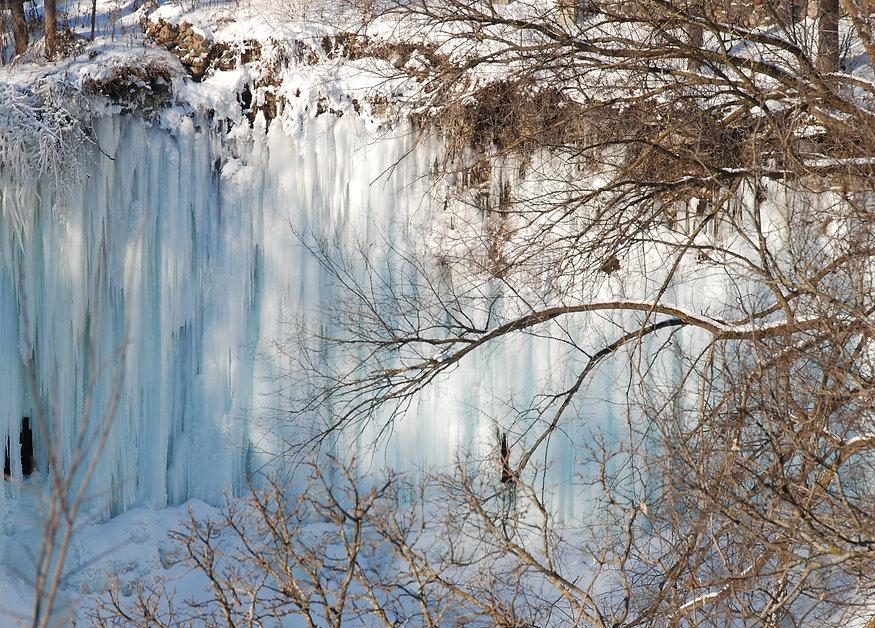 Naimul Karim Naim personal website photgraphy white winter cold Minnesota nature Minehaha Falls frozen Park
