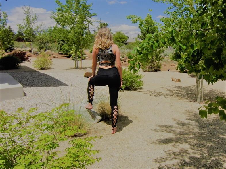 Black Lace-Up Back Leggings.2018.LB