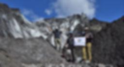equipo en glaciar.jpg