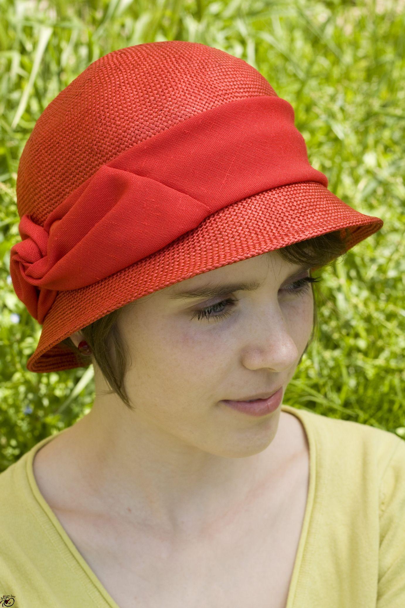 chapeau de paille rouge