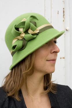 chapeau cloche de feutre vert
