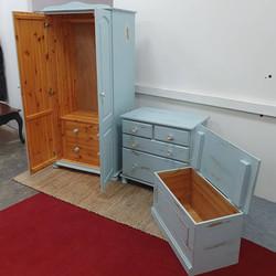Bedroom pine furniture set