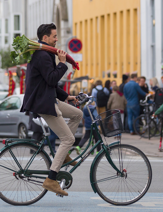 Bicycles, men and groceries just works