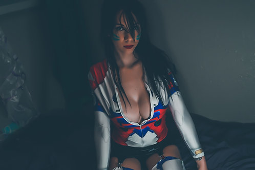 DVA GETS UNDRESSED PHOTO SHOOT