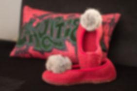 Gaultier-Kissen und Giesswein Schuhe