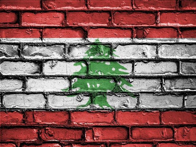 Bandera de Líbano pintada en muro