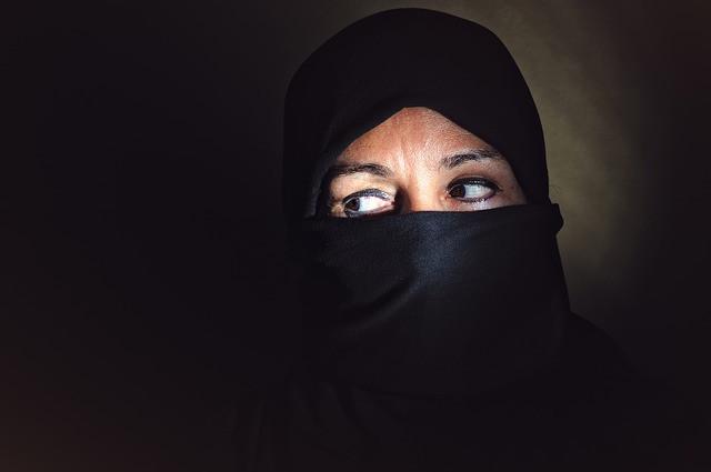 El ISIS obliga a sus mujeres a que solo muestren sus ojos