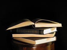 books-1254688-640x480.jpg
