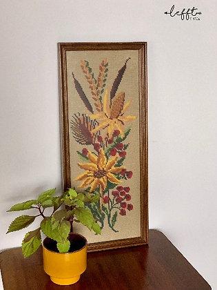 Vintage geborduurde lijst met bloemen