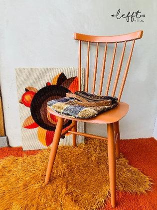 Vintage stoel in terra kleur