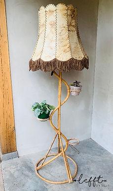Rotan plantenstandaard met lamp