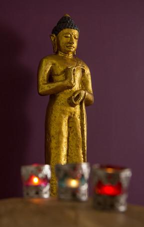 Buddha mit Kerzen.jpg