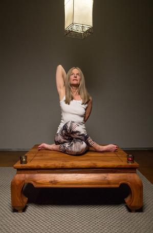 Regula Yoga Tisch 3.jpg
