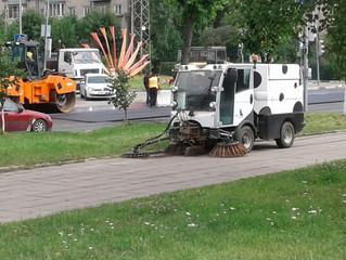Вакуумная уборка тротуара