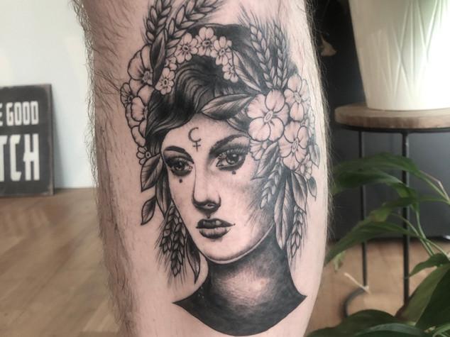 Tattoorituals Ladyface Frauengesicht schwarz grau
