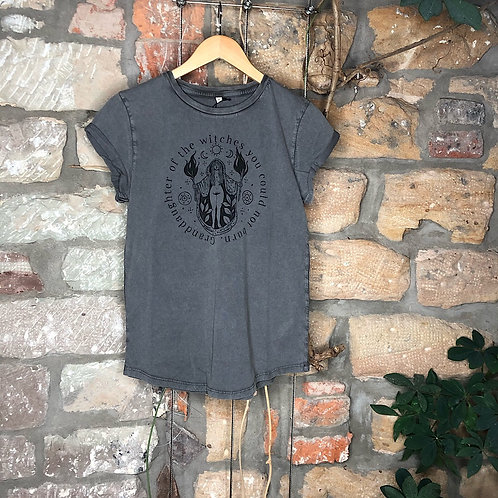 """Granddaughter of the witches"" Tshirt stone grey"