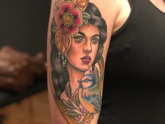 Tattoorituals Ladyface Traditional Tattoo Vogel Blumen