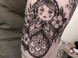 Tattoorituals Matroschka Tattoo Oberarm