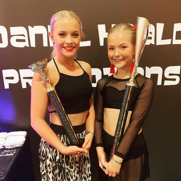 Winners; Romi and Elise