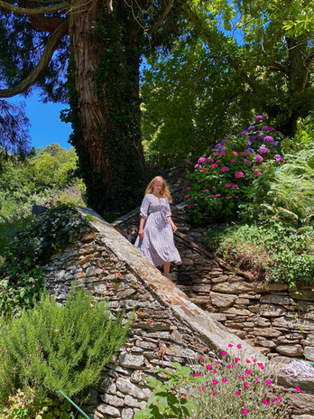 escalier potager avec Amélie.jpg