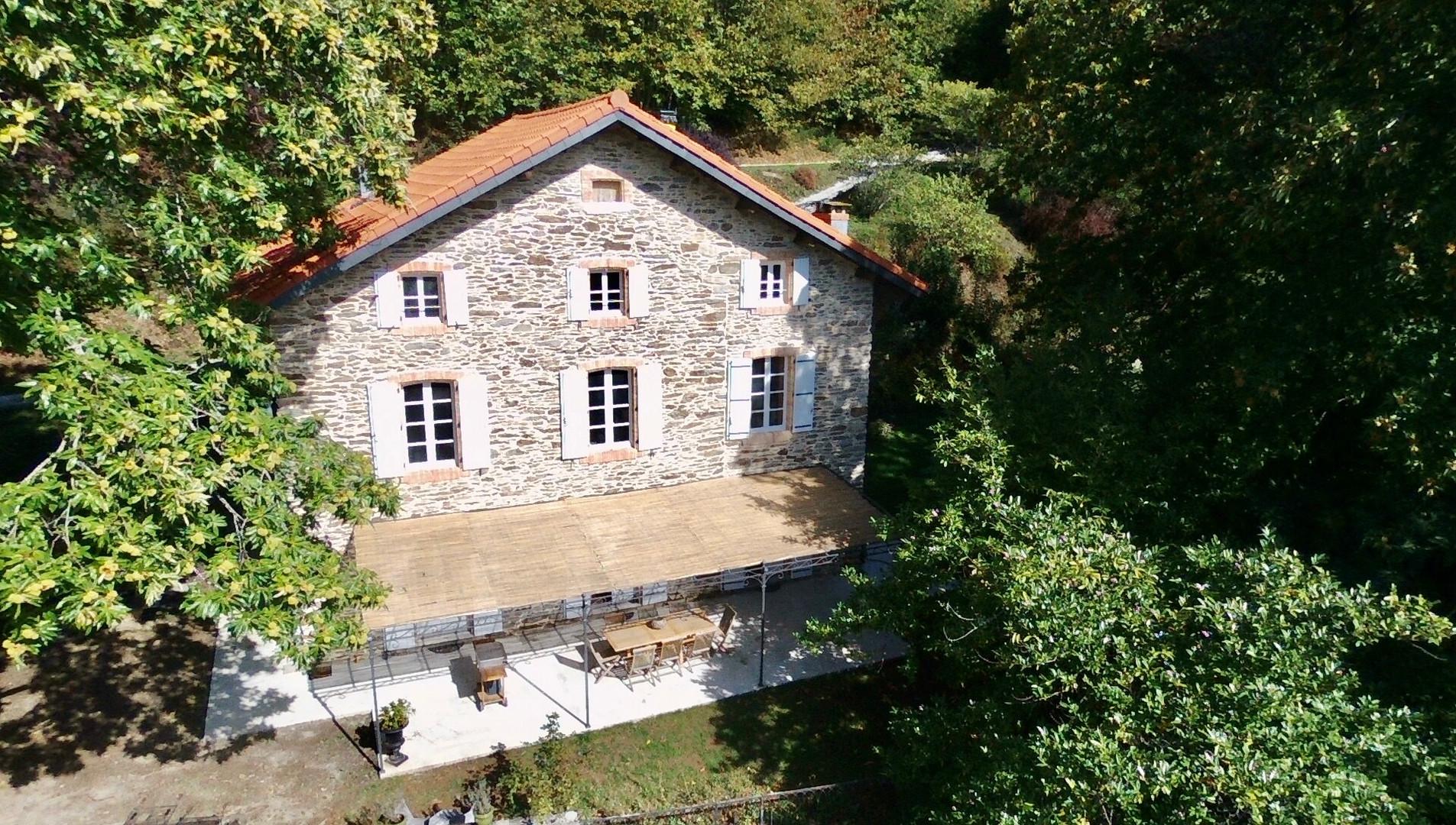 Vue maison de face drone.jpg