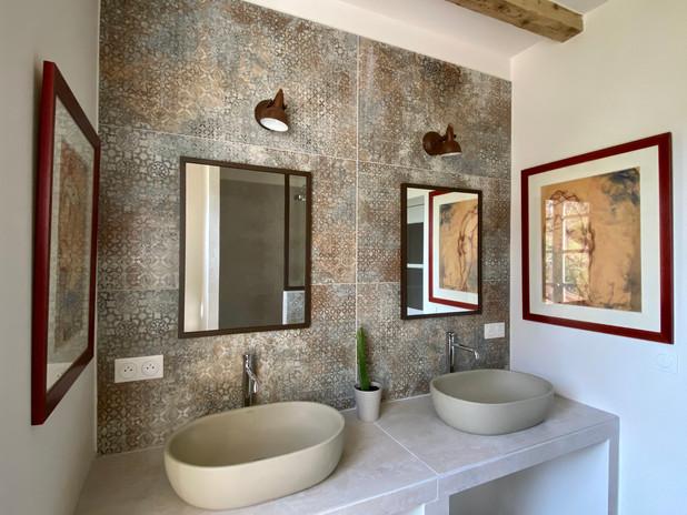 Salle de bain grise 2 vasques vue de la