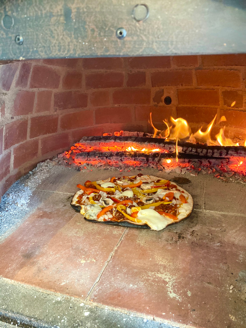 four à bois pizza 2 .jpg