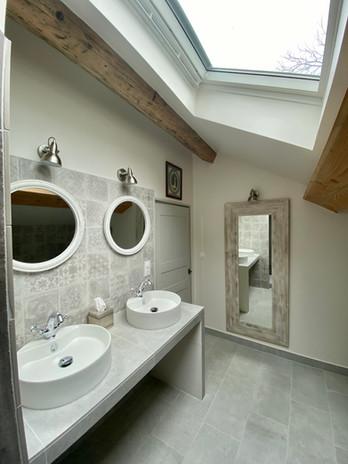Salle de bain 2nd 1.jpg