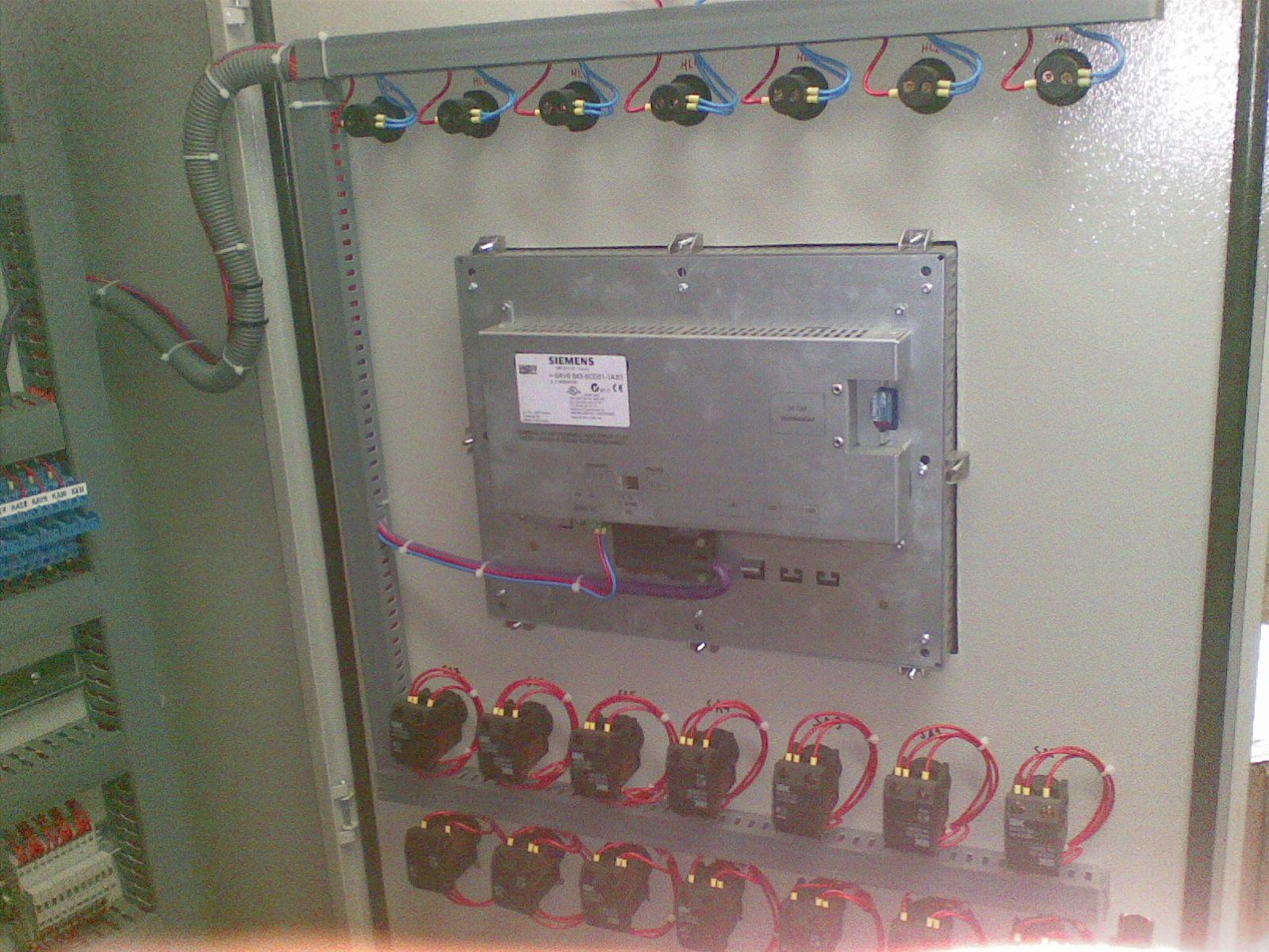 Установлена сенсорная панель