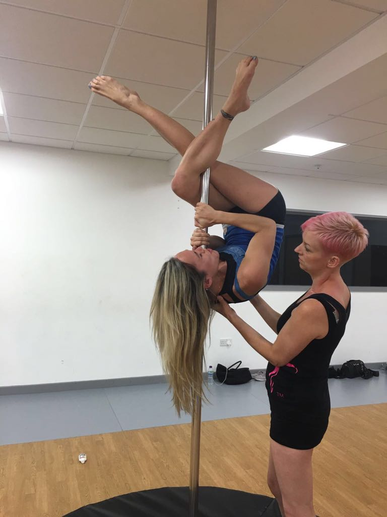 Pole-fitness-spotting-2