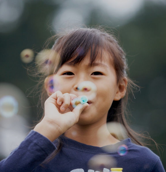 Girl%20Blowing%20Bubbles_edited.jpg