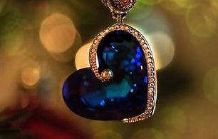 jewellery-3894073_1920-320w.jpg
