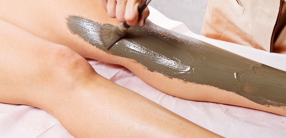 Mud therapy applied to leg
