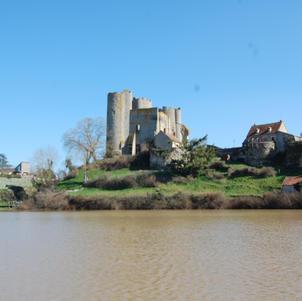 Vue sur le château des ducs de Bourbon Par Adeline de Bourbon