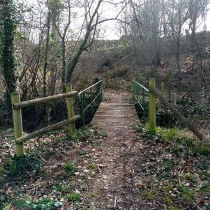 Le petit pont de bois Par Mallo de Bourbon
