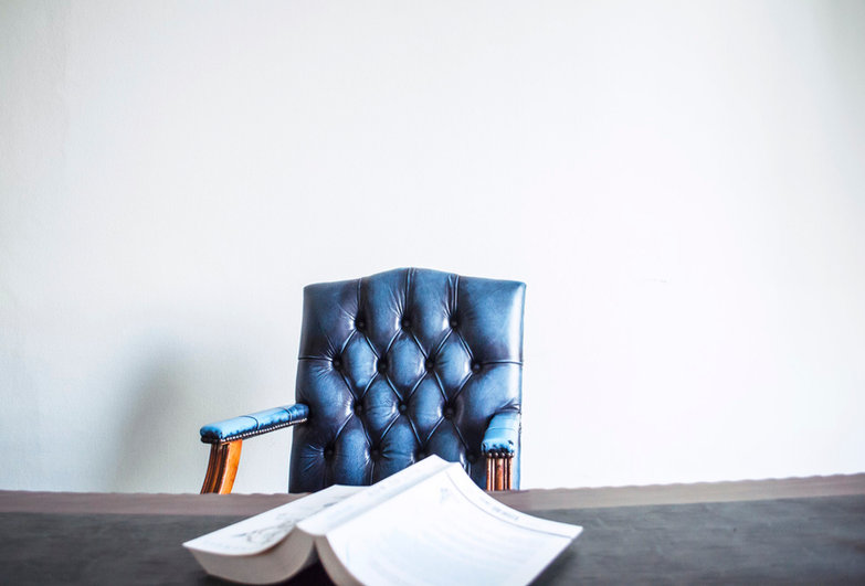 Cadeira de couro azul