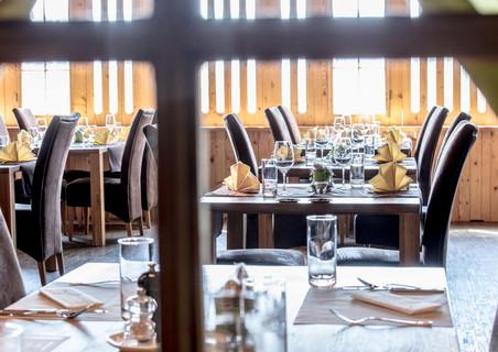 werbefotografie-meilenstein-gedeckte-tische-restaurant