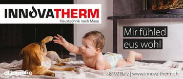 werbefotografie-innovatherm-baby-und-kleinhund-vor-kamin